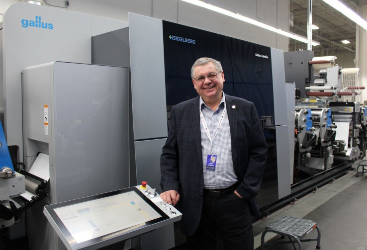 Alan Roberts, Vicepresidente Senior de Data Communications Management, primera compañía en Canadá en instalar una Gallus Labelfire 340.